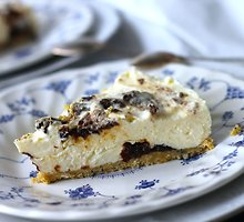 Sūrio pyragas su džiovintomis slyvomis