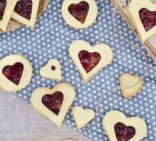 Meilės sausainiai su aviečių džemu