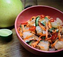 Vietnamietiškos greipfrutų salotos