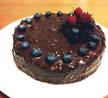 Šokoladinis tortas su graikiniais riešutais