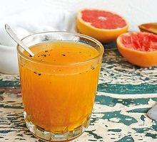 Greipfrutų, ciberžolių ir TELLICHERRY pipirų gėrimas
