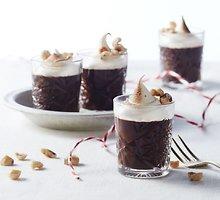 Šokoladinis kremas, glaistytas mėtine morengų mase