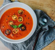 Šalta pomidorų sriuba su bazilikais