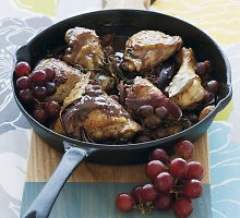 Vištiena su vynuogėmis ir alyvuogėmis