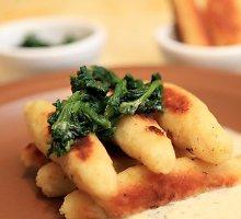 Bulviniai piršteliai su špinatais ir garstyčių padažu