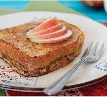 Prancūziški skrebučiai su obuoliais ir žemės riešutų sviestu