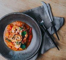 Krevetės su pomidorų padažu