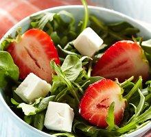 Braškių salotos su feta