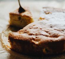 Obuolių pyragas su, pageidautina, kuo daugiau jų rūšių