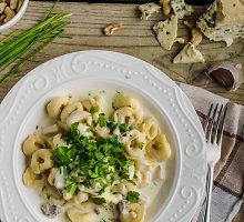 Gorgonzolos-grietinėlės padažas makaronams
