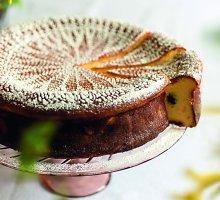 Šventinis varškės pyragas su razinomis ir cukatomis