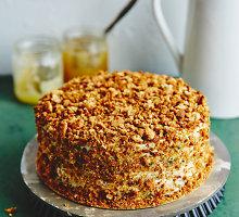 Signes Meiranes vaikystės medaus tortas