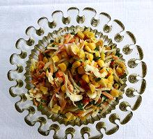 Lengvai marinuotų daržovių salotos