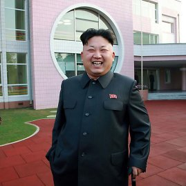 """AFP/""""Scanpix"""" nuotr./Kim Jong Unas apžiūrinėja vaikų namus"""