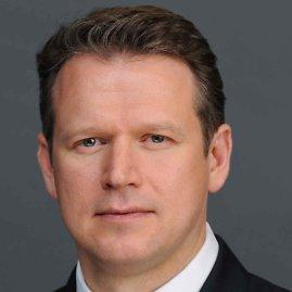 Darius Daubaras yra bankininkas, turintis 15 metų investicinės bankininkystės ir investicijų valdymo darbo patirtį Niujorke, Londone ir Hongkonge