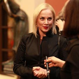 Tomo Pikturnos nuotr./Aktorė Inga Jankauskaitė kuria karalienės Luizės vaidmenį naujame teatro spektaklyje.