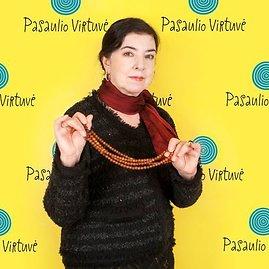 Vidmanto Samuolio nuotr./Aminat Saijevai Lietuvą simbolizuoja gintaro karoliai.