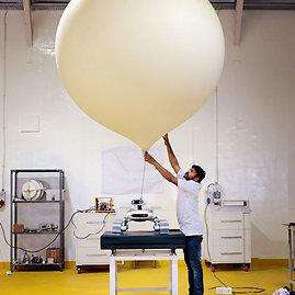 """National Geographic nuotr./Išjungęs """"ECA"""" inžinierius Lakšmanas Mertis gauną progą pailsėti. Daugiau kaip šimto narių komanda tikisi, kad konkursas atneš gerokai didesnę naudą nei vien piniginė premija."""