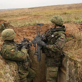 """Eil. Viliaus Džiavečkos nuotr./Algirdo bataliono kariai pratybose """"Steadfast Jazz"""""""
