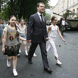 """Reuters""/""Scanpix"" nuotr./D.Medvedevas atvykęs į Pietų Osetiją"