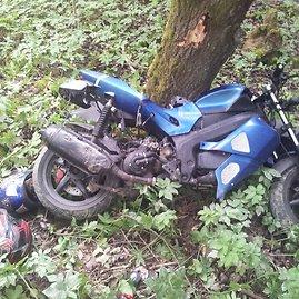 Vilniaus policijos nuotr./Nepilnamečių motoroleris po gaudynių ir avarijos