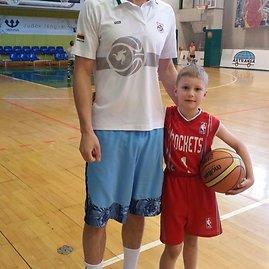 Asmeninio archyvo nuotr./Stovykloje su treneriu Tomu Bakanausku