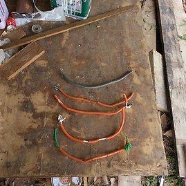Manto Pralgausko nuotr./Vieliniai antkakliai Tailande dažnai naudojami šunims pririšti