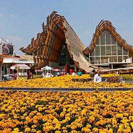 K.Žukausko nuotr./Kinija. Didžiulis ir įspūdingas paviljonas. Viduje, tiesa, šiek tiek per daug visko