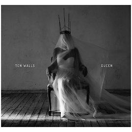 """Ten Walls"" albumo ""Queen"" viršelis"