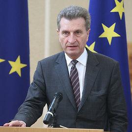 Juliaus Kalinsko/15min.lt nuotr./Europos Komisijos energetikos komisaras Giuntheris Oettingeris
