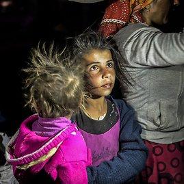 """AFP/""""Scanpix"""" nuotr./Sirijos kurdų pabėgėliai plūsta į Turkiją."""
