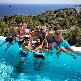 instagram nuotr./Novakas Džokovičius kartu su draugais ilsėjosi Ibisoje