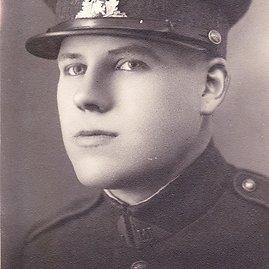 Pagrindinis knygos herojus – Bolesius Kuckailis Lietuvos kariuomenėje tarnavo 1938-1939 m.