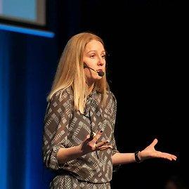 Pozityvios tėvystės lektorė, asmenybės ugdymo trenerė, tinklaraščio jievaikai.lt autorė Vilma Juškienė.