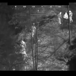 VIDEO kadras: Iš VSAT sraigtasparnio antradienį buvo aptikta dingusi 73-metų moteris