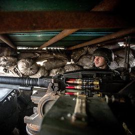 Vidmanto Balkūno/15min.lt nuotr./Sunkusis kulkosvaidis Marjinkos priešakinėse linijose