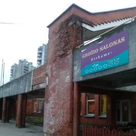 Griūnantis pastatas Vilniaus Šeškinės rajone