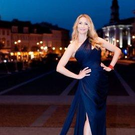 IWAV nuotr./Daina Bosas su Angelinos Jolie suknele
