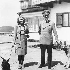 wikimedia.org nuotr./Eva Braun ir Adolfas Hitleris