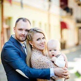 Asmeninė nuotr./Haroldas ir Deimantė Šklėriai su sūnumi