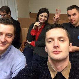 """Nuotrauka iš V.Grincevičiaus """"Facebook"""" profilio/Pagal vaikinų gyvenamąją vietą Anykščiuose nagrinėjamoje byloje teko liudyti ir Marijonui (antrojoje eilėje kairėje)."""