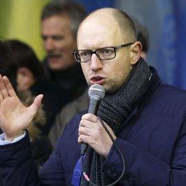 """""""Reuters""""/""""Scanpix"""" nuotr./Arsenijus Jaceniukas kreipiasi į mitinguotojus"""