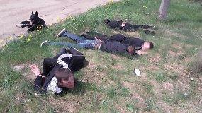 Iš sraigtasparnio nufilmuota, kaip pareigūnai išguldė sprukti mėginusius kontrabandininkus