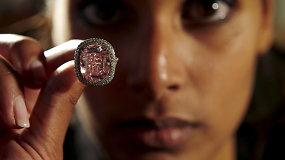 """""""Christie's"""" aukcione Ženevoje už rekordinę kainą parduotas retas rožinis deimantas"""