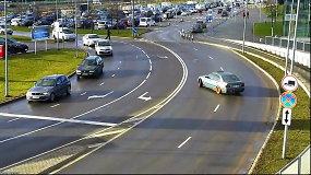 Chuliganiškas BMW vairavimas Megos aikštelėje