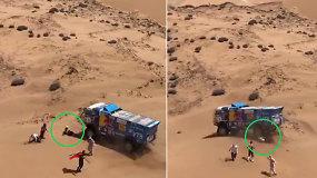 Kraupi akimirka Dakare: Rusijos komandos pilotuojamas sunkvežimis pervažiavo  žiūrovą