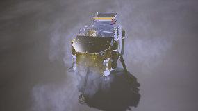 Tamsiojoje mėnulio pusėje sėkmingai nusileido Kinijos zondas su mėnuleigiu