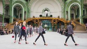 """Įvertinkite: mados namų """"Chanel"""" kūrybos vadovė V.Viard pristatė pirmąją savo kolekciją"""