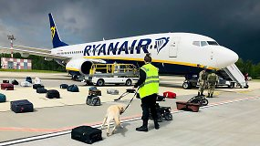 """""""Kylam"""". Aviacijos ekspertas paaiškino, kada pilotas gali nepaklusti skrydžių vadovo nurodymams"""
