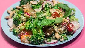 Brokolių salotos su jogurtiniu medaus padažu